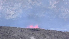 Ausbrechen von Lava in Hawaii stock video footage