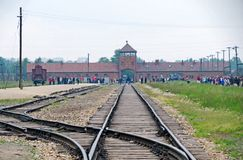 Auschwitz ΙΙ σταθμός τρένου από μέσα από Στοκ Εικόνες