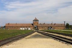 Auschwitz II - Birkenau-de hoofdingang van het Uitroeiingskamp Royalty-vrije Stock Fotografie