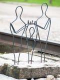 Auschwitz II Birkenau, Polska, Listopad 4, 2014 Rzeźbi symbolizować rozdzielenie rodziny obraz stock