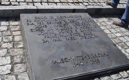 Auschwitz II - Birkenau, Zeichen mit italienischer Mitteilung - 6. Juli 2015 - Krakau, Polen Lizenzfreies Stockfoto