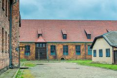 Auschwitz, Polen - Augustus 12, 2017: de gebouwen van Auschwitz-concentratiekamp royalty-vrije stock foto