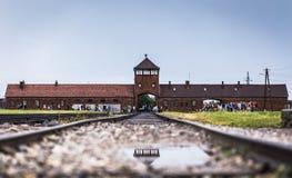 AUSCHWITZ POLEN - Juli 11, 2017 Stångingång till koncentration Fotografering för Bildbyråer