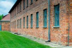 Auschwitz, Polonia - 12 de agosto de 2017: paredes de ladrillo de los cuarteles del campo de concentración de Auschwitz Foto de archivo libre de regalías