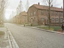 AUSCHWITZ, POLONIA - 28 GENNAIO 2017; Guardia della tettoia a Auschwitz Museo Auschwitz - Birkenau, museo di olocausto Anniversar fotografie stock