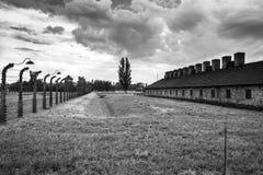 AUSCHWITZ POLSKA, Lipiec, - 11, 2017 Koszaruje i drut kolczasty w a Zdjęcie Stock