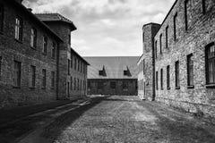AUSCHWITZ POLSKA, Lipiec, - 11, 2017 Koszaruje i drut kolczasty w a Obraz Royalty Free