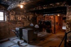 Auschwitzmuseum van Holocaustcrematorium naast de gaskamer Vreselijke donkere plaats in een concentratiekamp Stock Afbeeldingen
