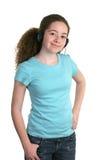 Auscultadores azuis da camisa da menina foto de stock royalty free