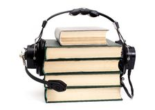 Auscultadores e livros fotografia de stock royalty free