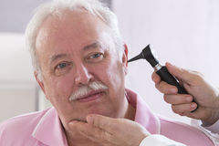 AUSCULTATION SENIOR MAN Royalty Free Stock Photography