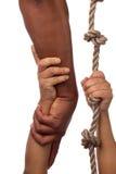 Ausdehnen eines vollen Armes für Hilfe Stockfotos