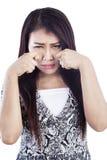 Ausdruck der schreienden Frau getrennt über Weiß Lizenzfreie Stockfotografie