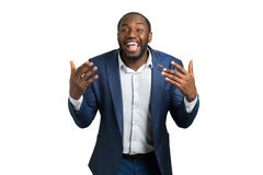 Ausdrucksvoll lächelnder Geschäftsmann, weißer Hintergrund stockfotografie