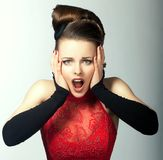 Ausdrucksvolle Gefühle. Das gedankenverlorene Gesicht der Frau mit geöffnetem Mund. Starren Lizenzfreie Stockfotografie