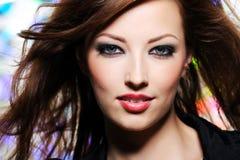 Ausdrucksvoller Blick der schönen Brunettefrau Stockfotos