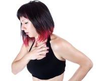 Ausdrucksvolles Portrait der Frau, die Schmerz in der Brust hat lizenzfreie stockfotos