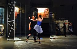 Ausführende an den modernen Künsten Biennale in Moskau Stockfotos