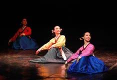 Ausführende koreanischen traditionellen Tanzes Busans Stockfoto