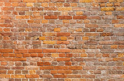 Ausführliche alte Wand-Hintergrundbeschaffenheit des roten Backsteins Stockfoto