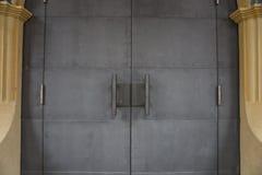 Ausführliche Ansicht der alten Eisentür Stockfotografie