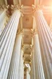 Ausführliche Ansicht der Kolonnade und bildhauerische Decke von Kasan-Kathedrale in St Petersburg, Russland lizenzfreie stockbilder