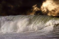 Ausführliche große zusammenstoßende Welle Lizenzfreies Stockfoto