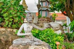 Ausführliche Statue und Architektur in Wat Pho stockbilder