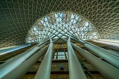 Ausführlicher Dachstuhl an Station Könige Cross in London stockfotos