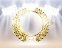 Ausführlicher goldener Lorbeerkranzpreis mit Scheinwerferhintergrund und -funken Stockbilder
