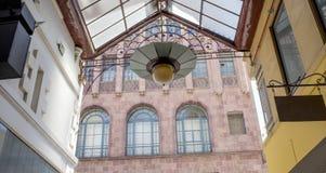 Ausführlicher Innenraum und Wände des Altbaus Stockfoto