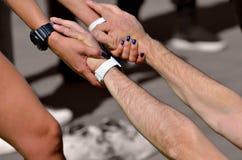 Ausführung der Sportmassage für Athleten stockfotografie