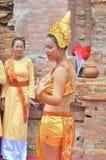 Ausführung eines traditionellen Volkstanzes von champa am Ponagar-Tempel in Nha Trang lizenzfreie stockfotografie