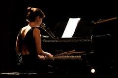 Ausführung Rita-Redshoes Phasen bei Teatro São Luiz stockfotos