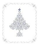 Ausführlicher silberner Weihnachtsbaum in einem Feld Stockfoto