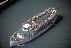 Ausflug-Boot auf Chicago River, Chicago, Illinois Lizenzfreies Stockbild