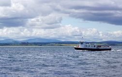 Ausflug-Boot vor Northumberland-Küste, England Lizenzfreies Stockbild
