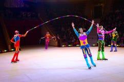 Ausflug von Moskau-Zirkus auf Eis Akrobaten mit Seilen unter Führung von Kirill Begichev Lizenzfreies Stockfoto