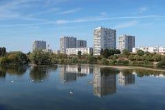 Ausflugsüdvororte gesehen vom Cher-Fluss, im September 2018 lizenzfreies stockfoto