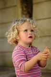 Ausfragen des kleinen Mädchens Stockfotografie