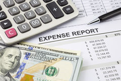 Ausgaben-Bericht mit Geld für Zahlung Lizenzfreie Stockfotos