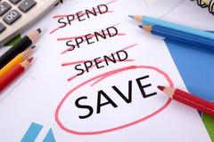 Ausgaben- und Einsparungsmitteilung Stockfotos