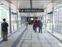 Ausgang A2 - die Ausdehnung Station MTR HKU der Insel-Linie zum Westbezirk, Hong Kong Stockfotos