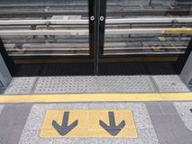 Ausgangstür auf BTSstation Stockfotos
