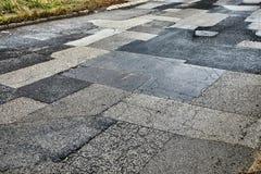 Ausgebesserte gebrochene Straße lizenzfreies stockfoto