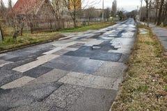 Ausgebesserte gebrochene Straße lizenzfreie stockfotos