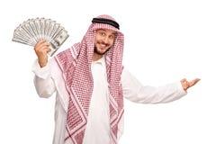 Ausgebreitetes Geld des Arabers und Gestikulieren mit der Hand Lizenzfreie Stockbilder