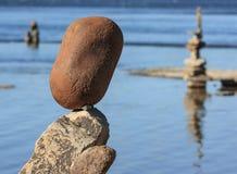 Ausgeglichene Steine am Festival Stockbilder