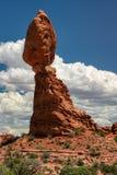 Ausgeglichener Felsen in den Bögen Nationalpark, Utah Stockbilder