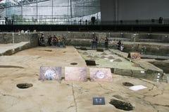 Ausgegrabene Relikte auf Zeigung im Museum, Chengdu, Porzellan Stockbild